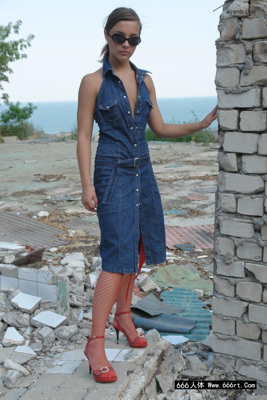 欧洲裸模玛吉身穿渔网装外拍人体艺术