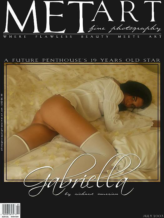 裸模Gabriella宫廷床上的人体图片