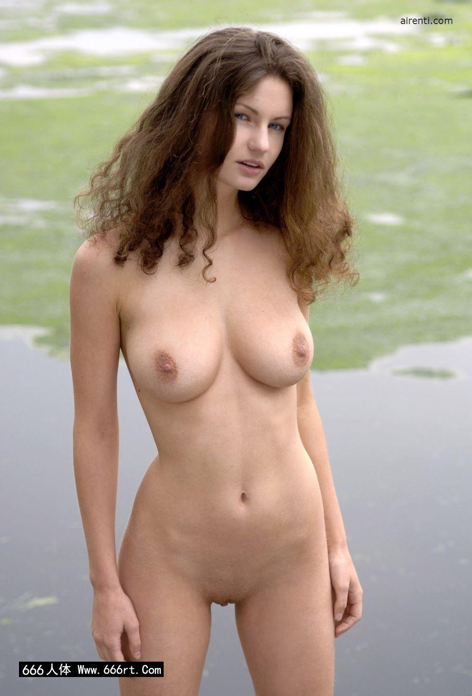 外拍湖边身材超好的裸模Janice