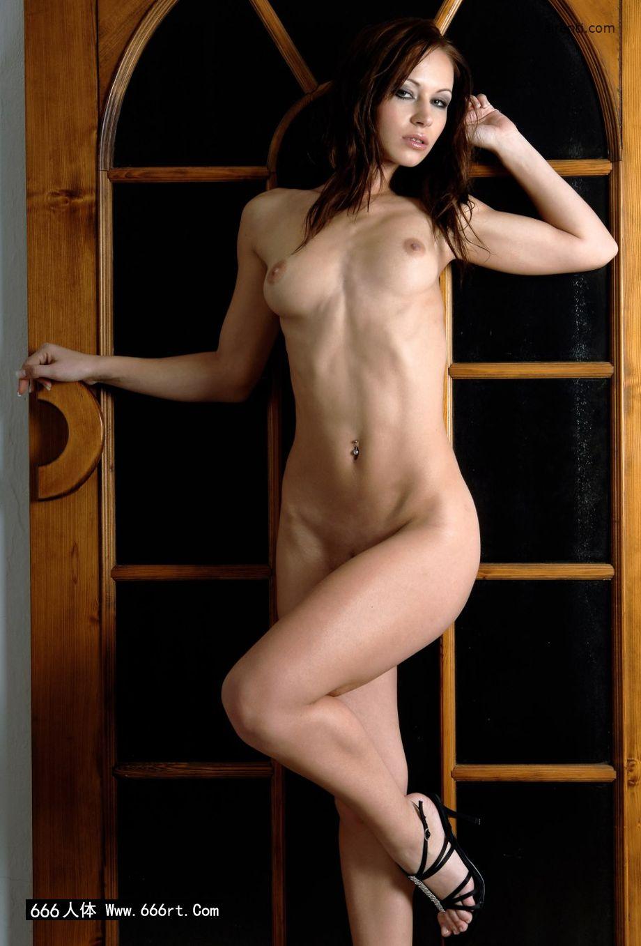 午印度大肥女_室拍木门下身材超好的嫩模Gladys