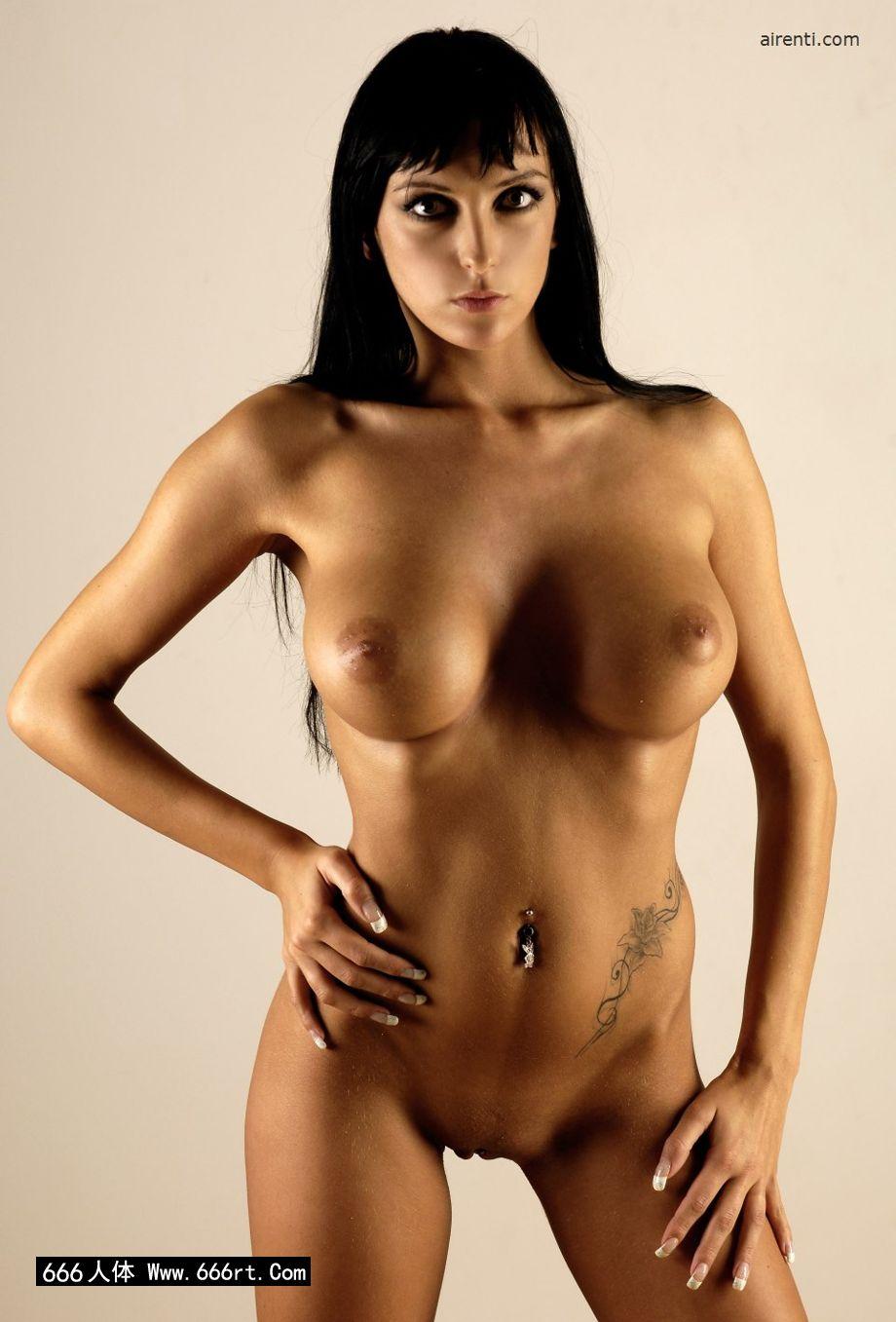棚拍丰润大尺度的人体裸模Elvira