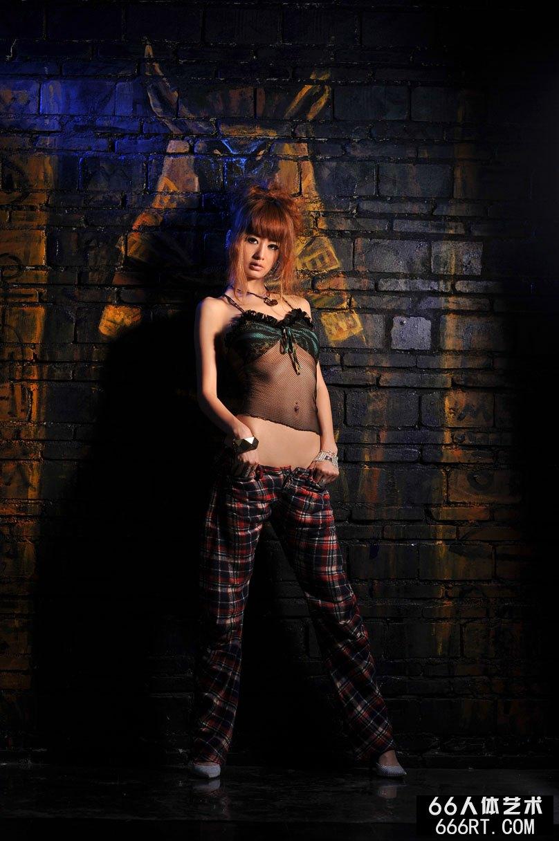 美模yumi09年5月25日室拍傲人身材