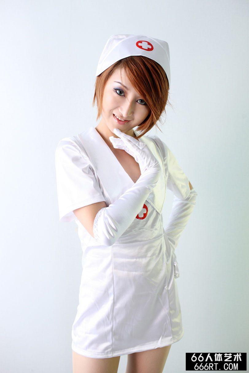靓模小魔女09年8月29日棚拍妖娆护士装