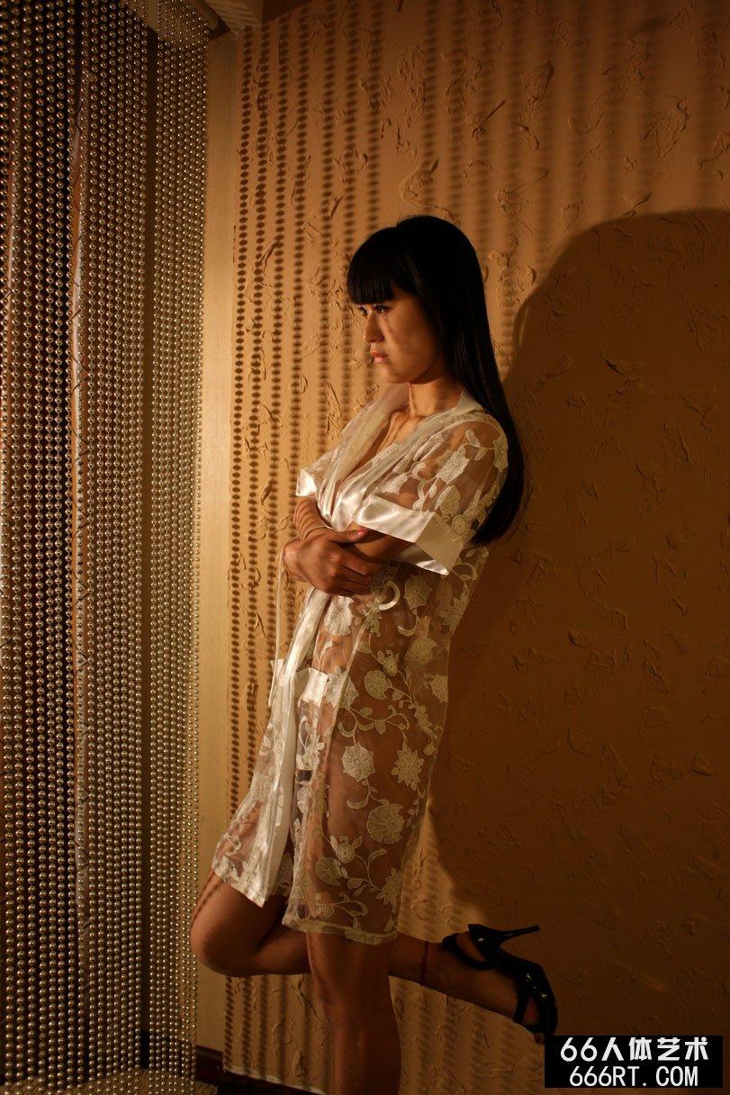 美模唤莎09年4月19日室拍人体