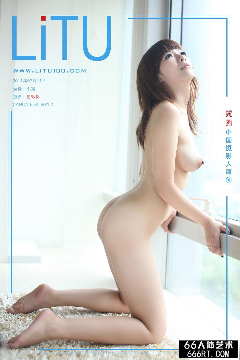 白富美名模小露11年7月11日室拍青春人体