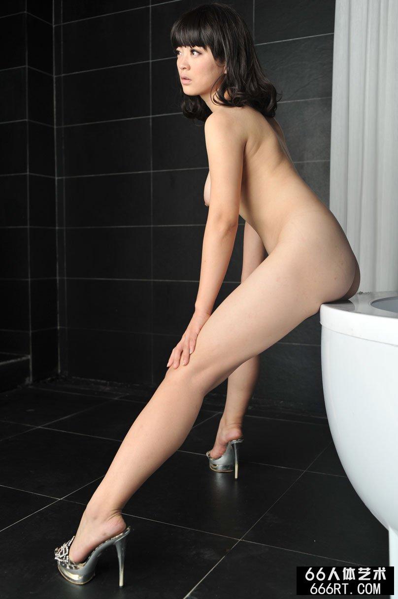 豪华浴室里室拍妖娆诱惑的美人苏茜