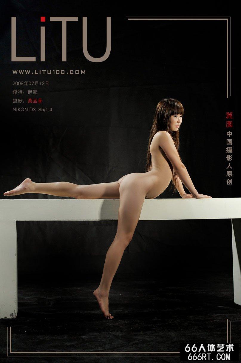 身材超级好的伊娜08年7月12日室拍