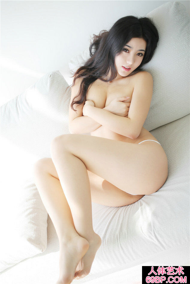 丰腴有力量的丰臀妹子玛鲁娜人体艺术