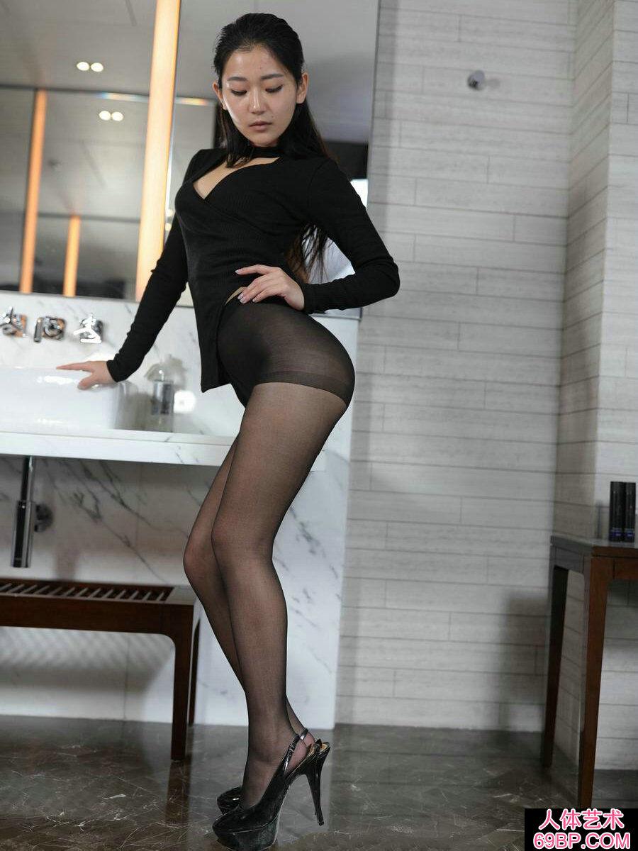 黑衣妹子美依黑色肉丝和肉丝交替摄影