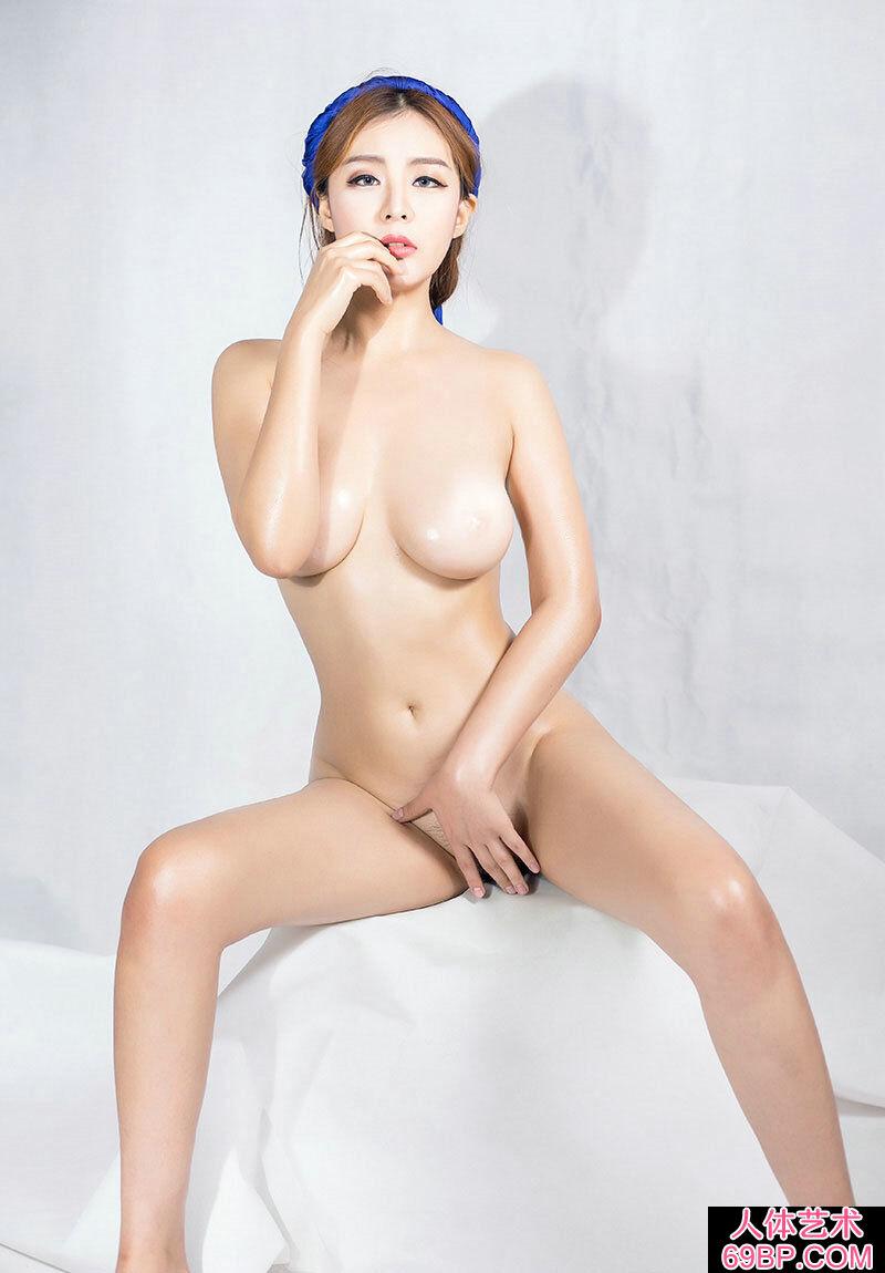 全裸的美胸靓妹小林火热私拍人体