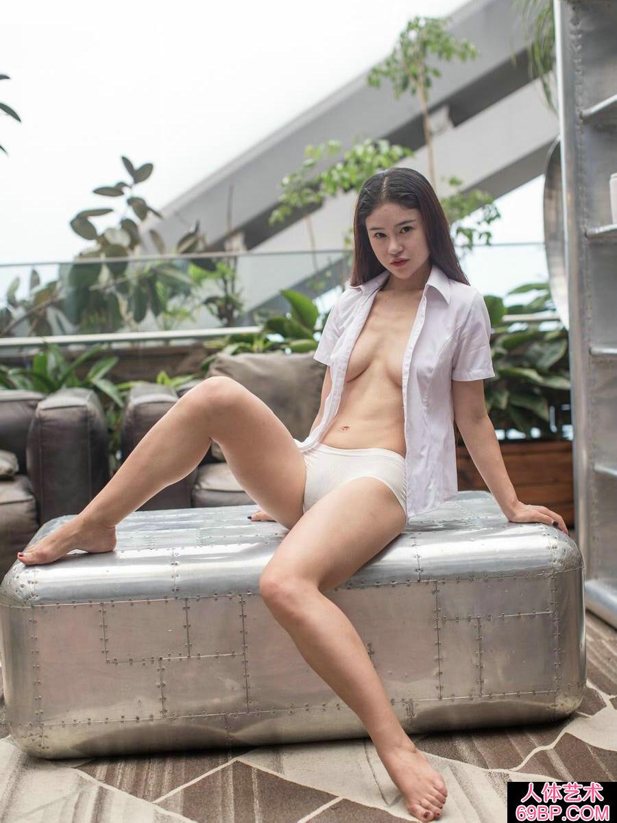 身材苗条的素颜裸模����艳丽肉丝泳装秀