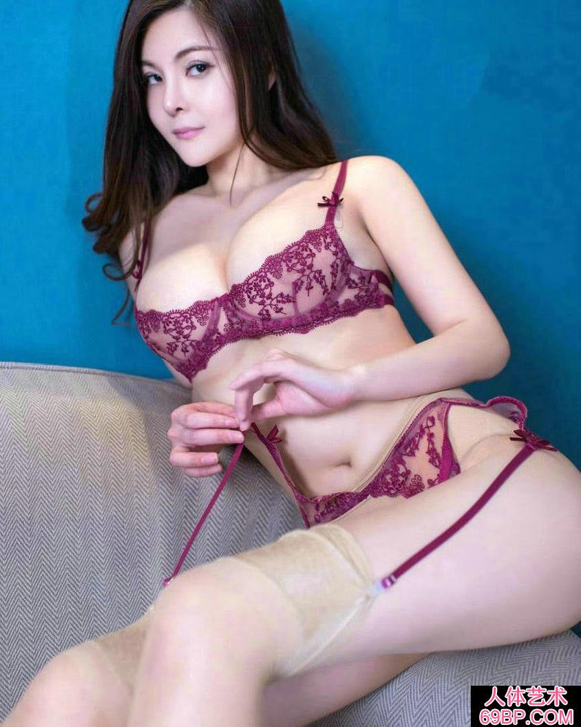 妖娆丰腴的少女童安琪超薄肉丝人体图片