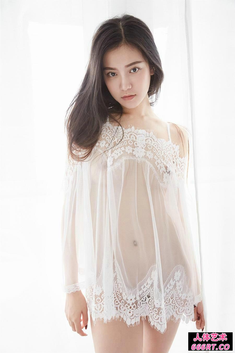 白皙少女吴凯莉穿超薄薄透内裤倮身透明照
