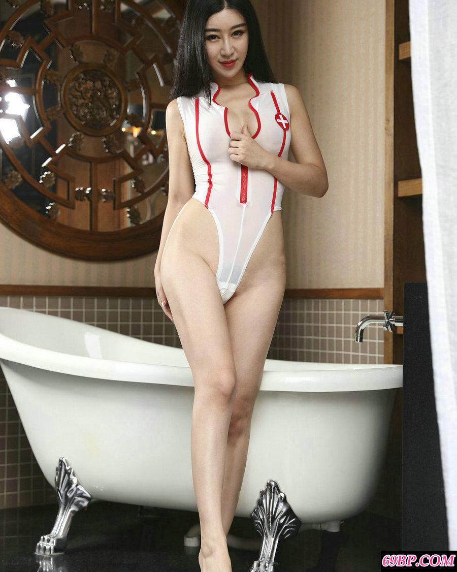 大学生王予诺情趣护士装配性感内衣薄透写照
