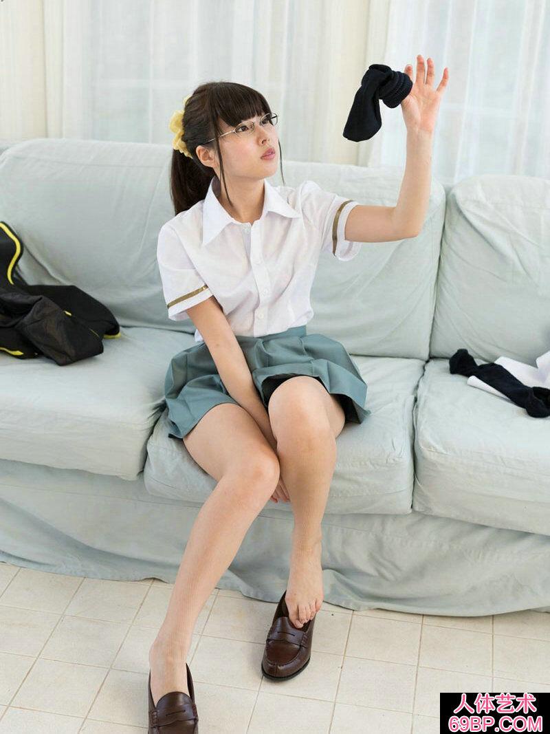 斯文清秀的眼镜妹子彩城���Y菜写照