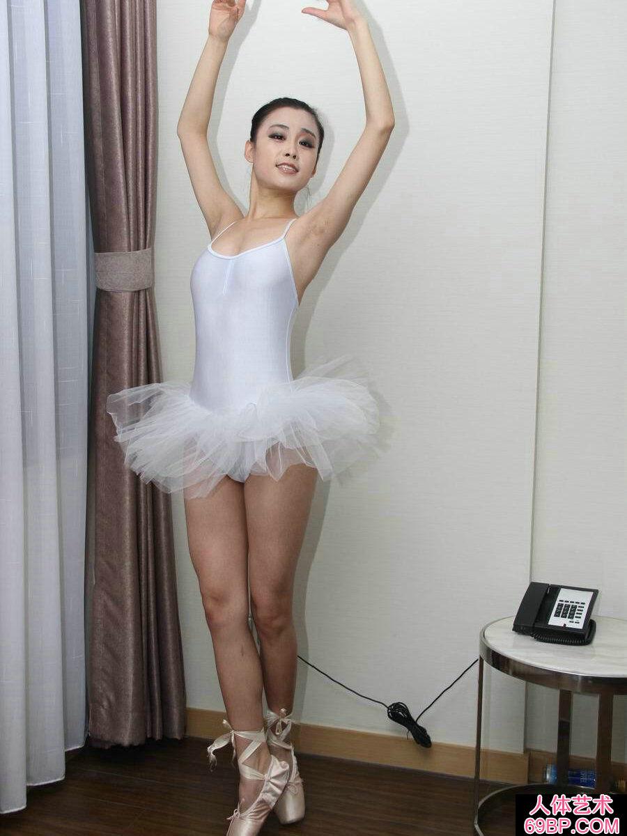 舞蹈系的芭蕾舞妹纸刘诗琪人体图片