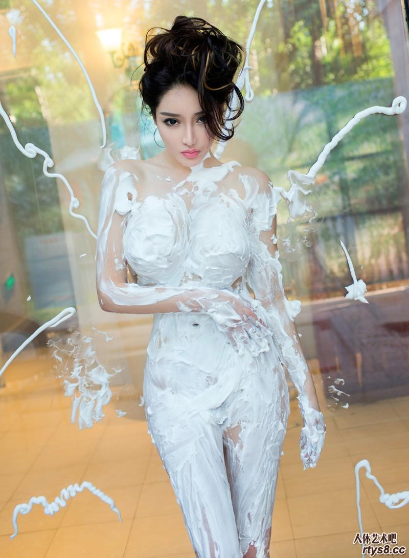 绝美美模户外展示抽象人体艺术